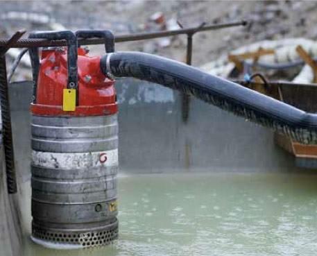 Фото погружного насоса в резервуаре седиментации