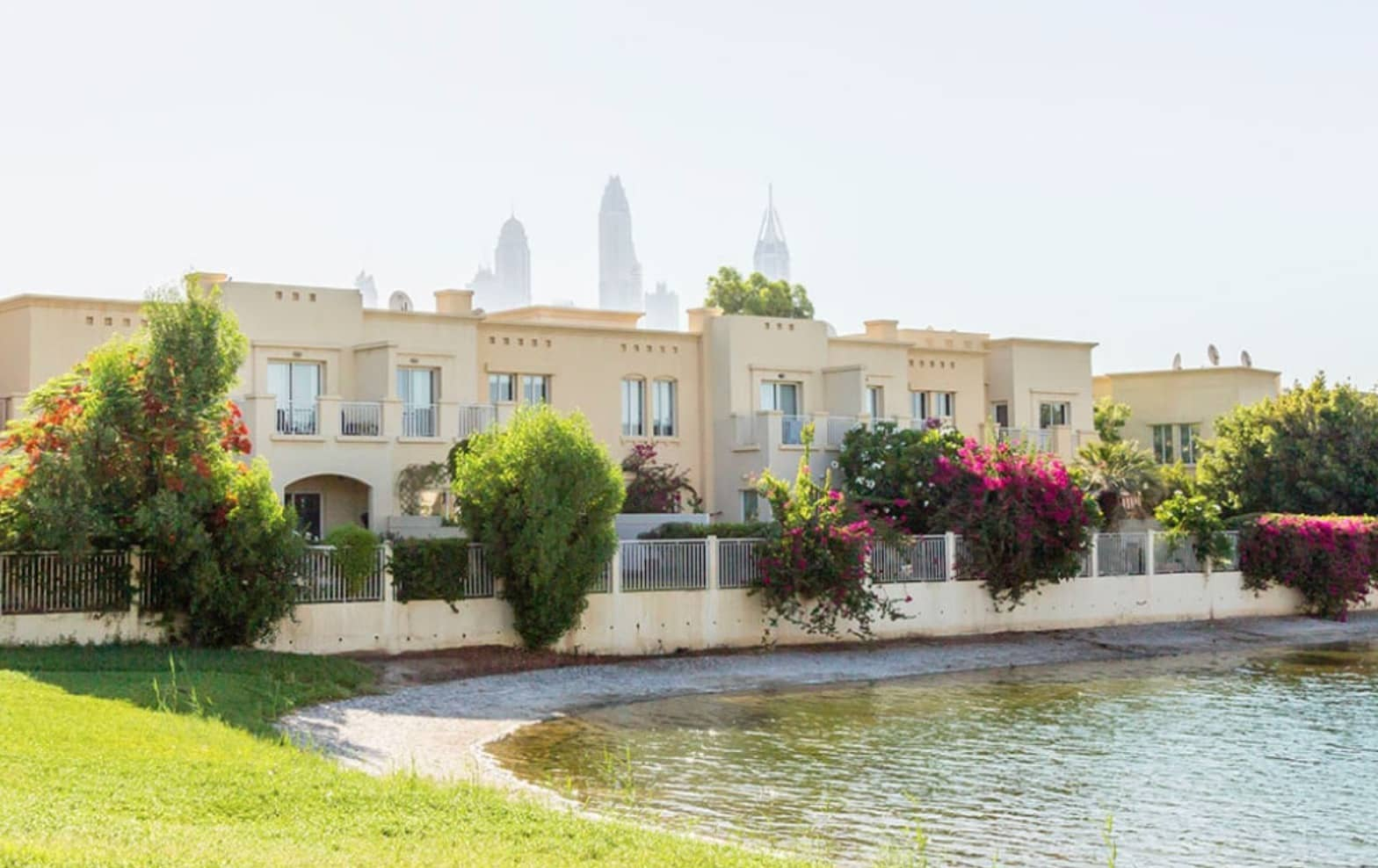 Villas for Sale and Rent in The Lakes Dubai