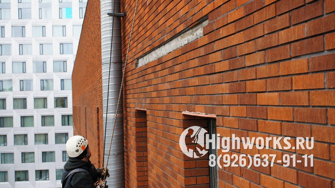 Дефектоскопия фасада здания промышленными альпинистами