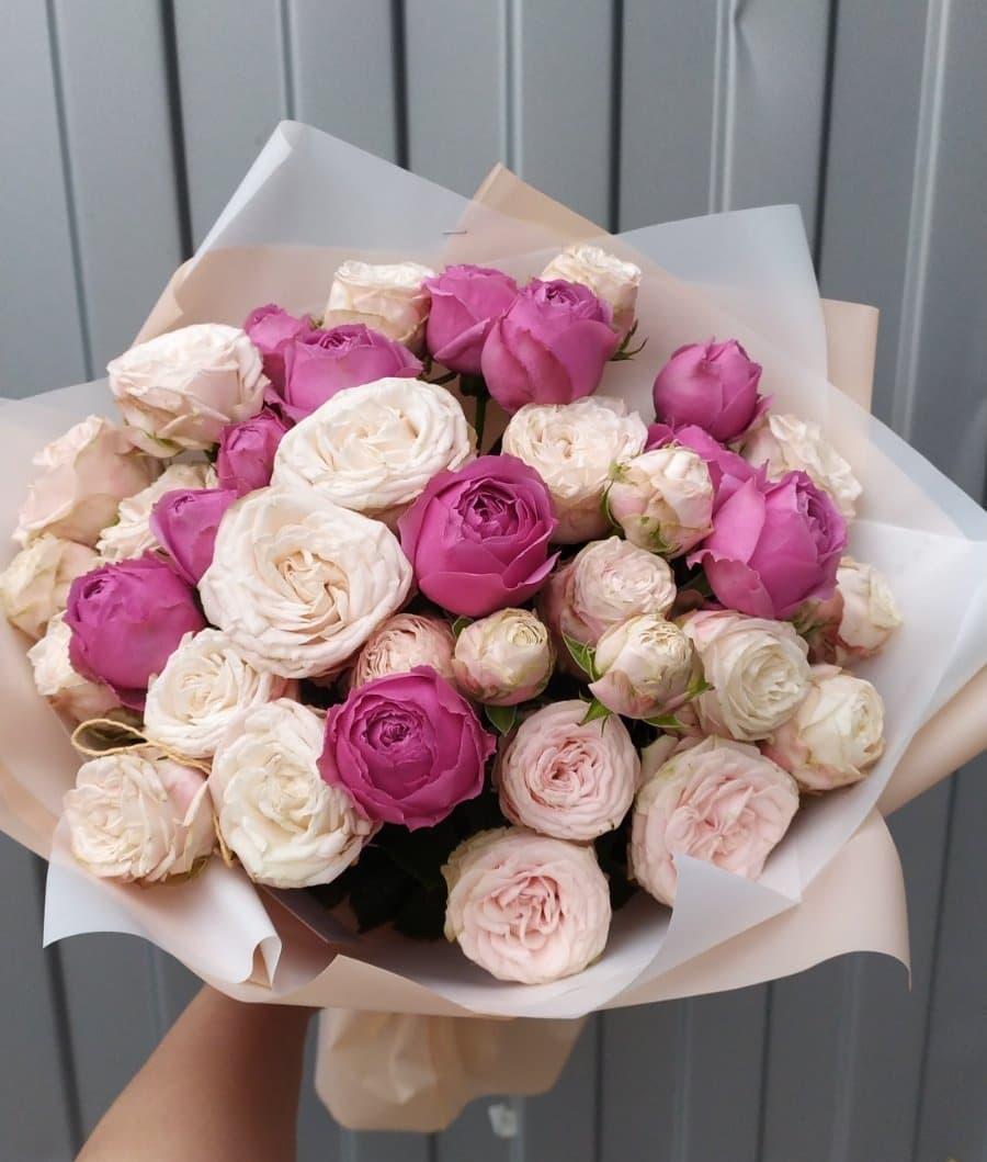 15 пионовидных роз Бомбастик и Мисти Баблс