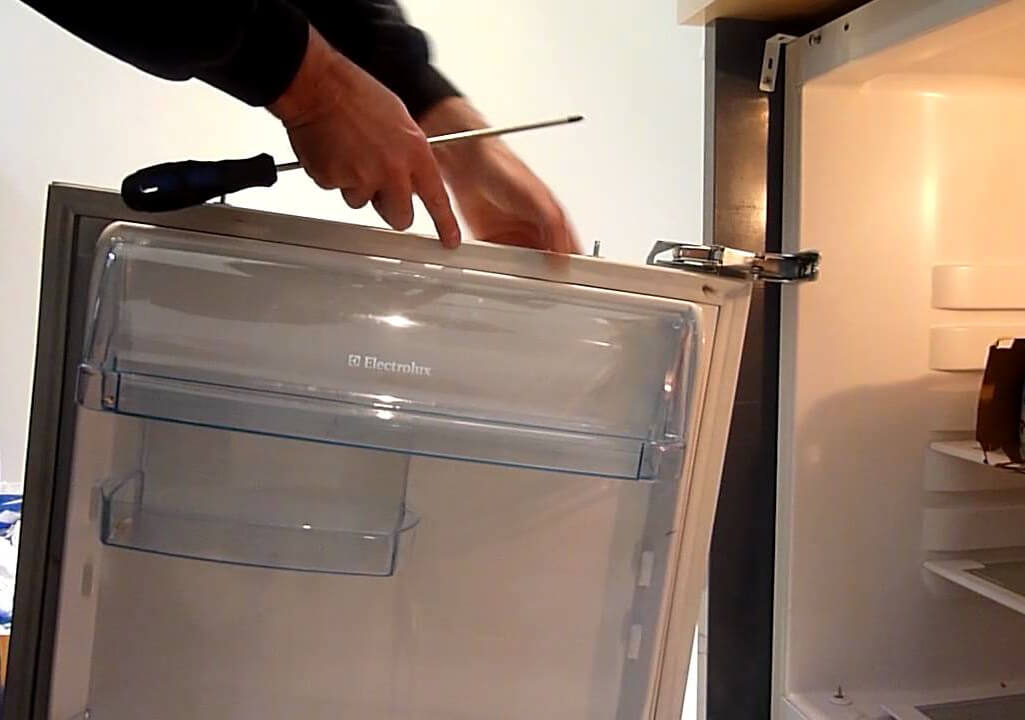 перевешивание дверей холодильника