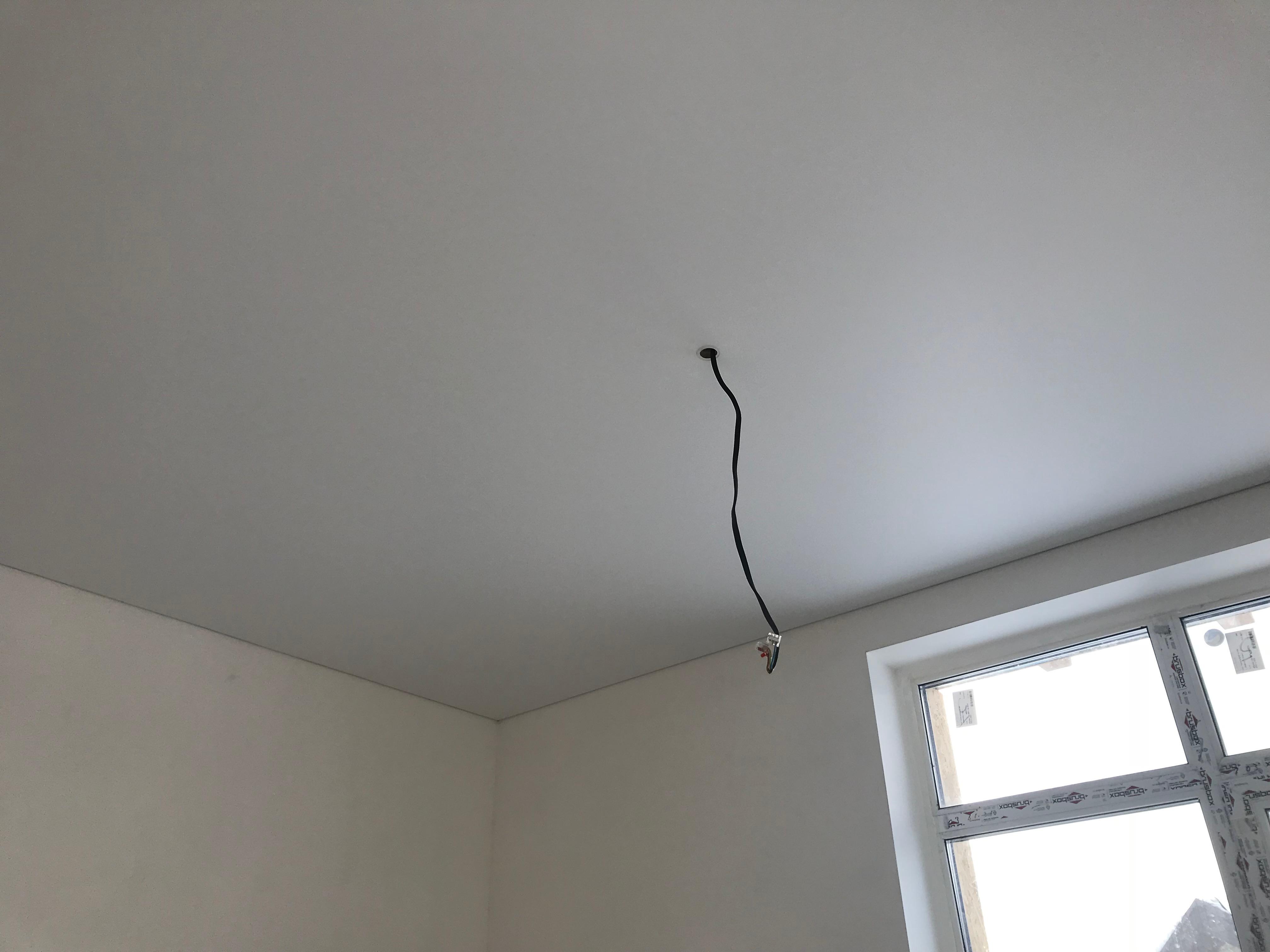 Вывод электрики под люстру в натяжном потолке