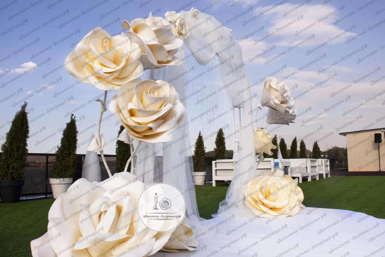 Золотая фотозона на свадьбу
