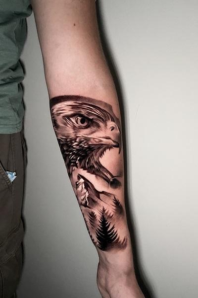 Тату орел на руке в студии Новосибирска