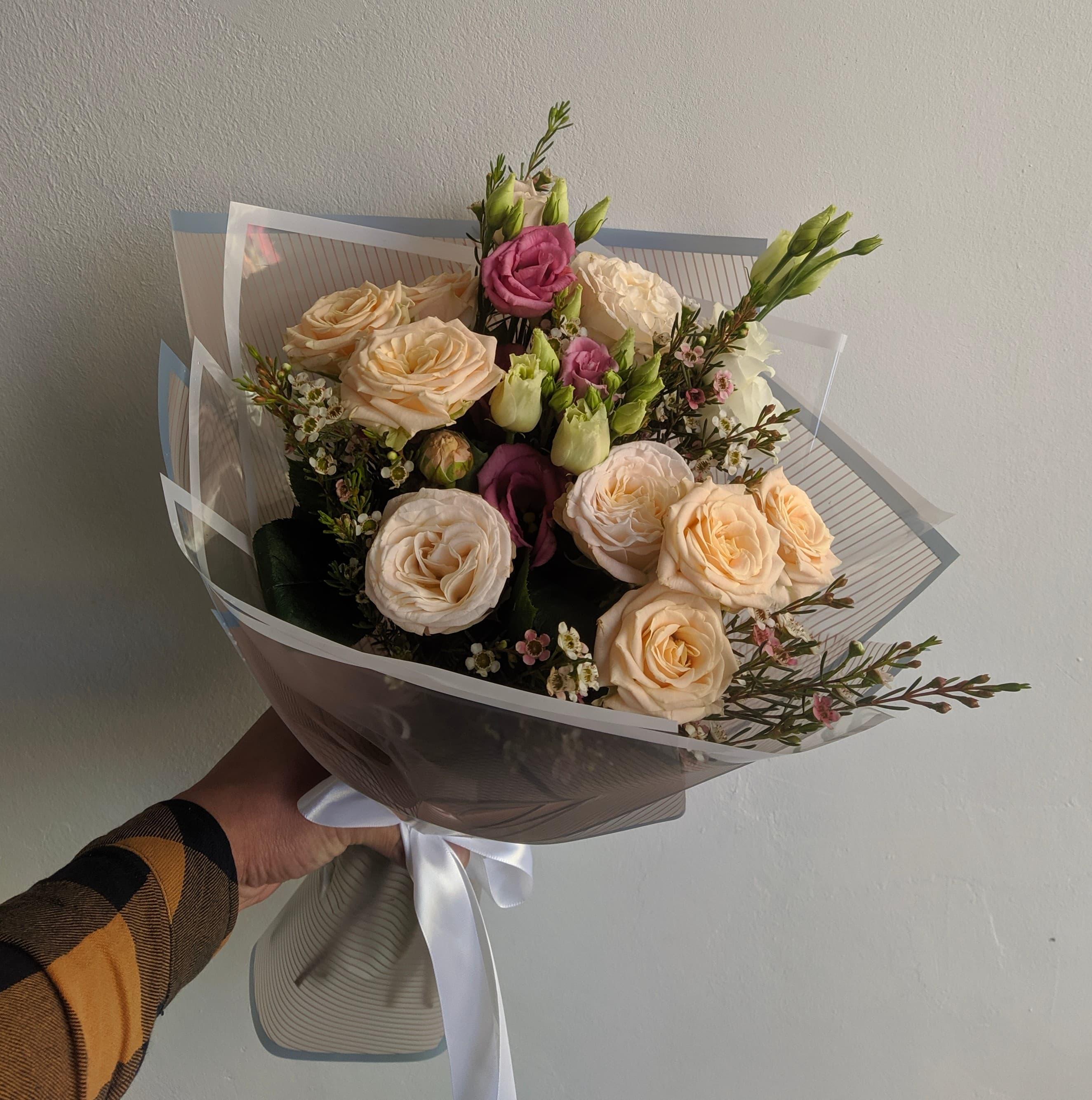 Нежный микс из кустовой розы