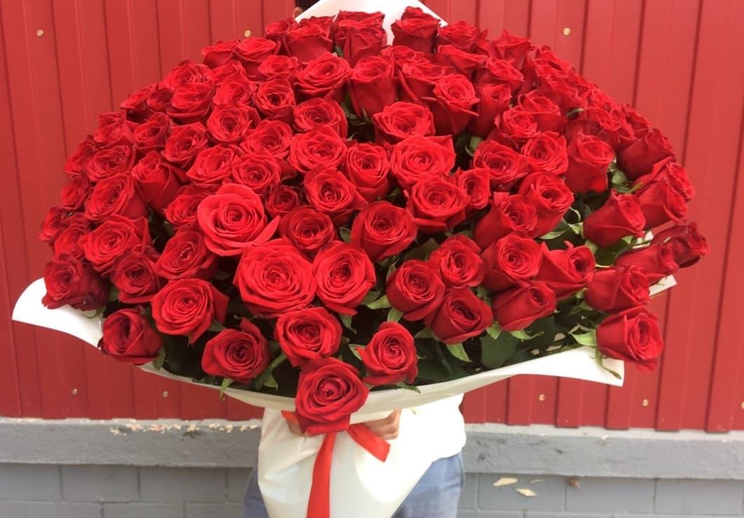 101 роза Ред Наоми 70 см
