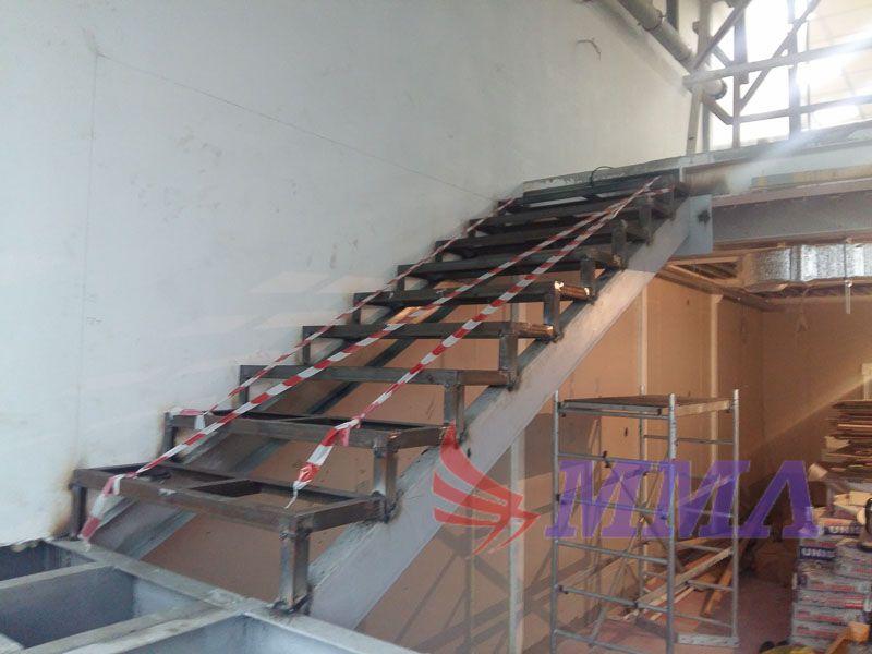 лестница, ступени из нержавейки, каркас лестницы, металл,