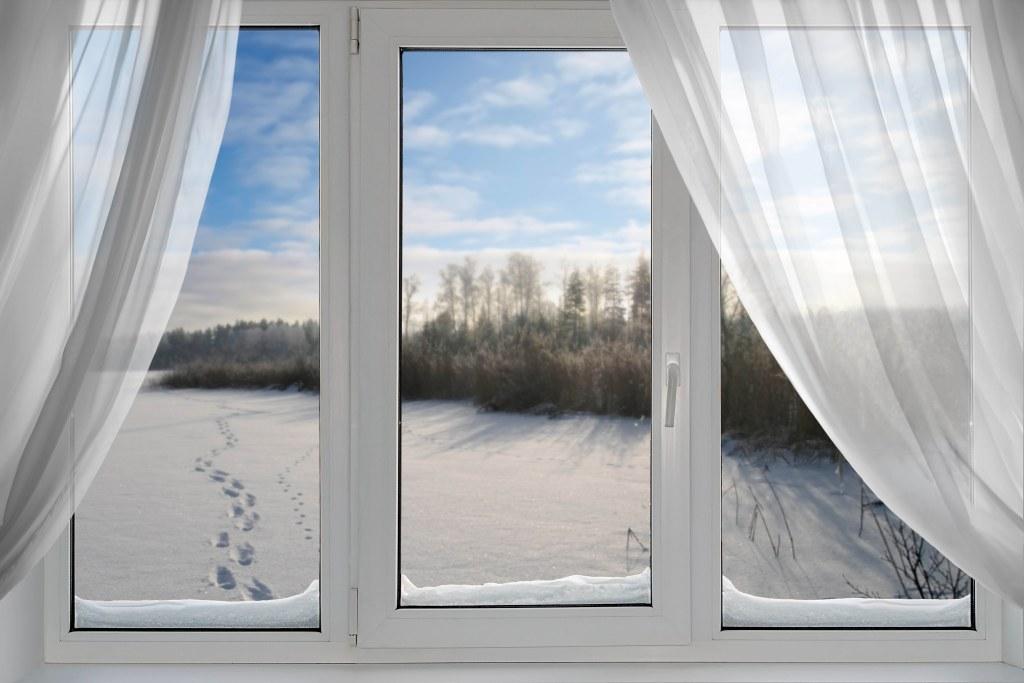 Окно зимой