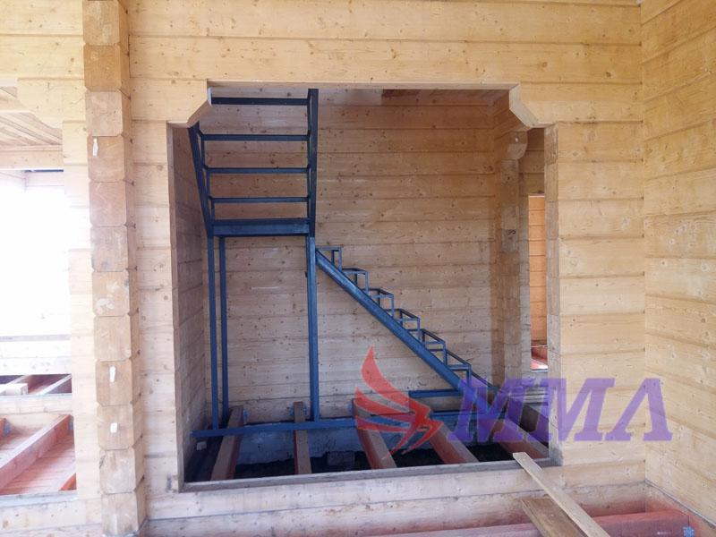 каркас лестницы под обшивку, лестница из металла, лестница в доме,