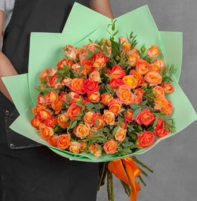 25 кустовых оранжевых роз