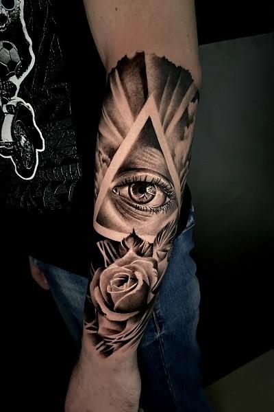 татуировка чб реализм в новосибирске