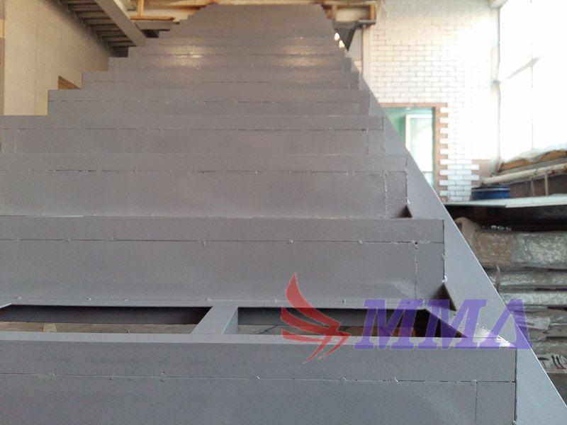 Промышленная лестница, лестница из металла, лестница из швеллера,